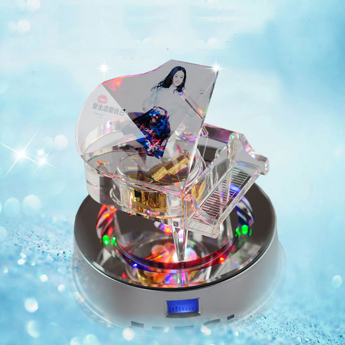 水晶内雕照片_水晶钢琴音乐盒 - 可可礼物